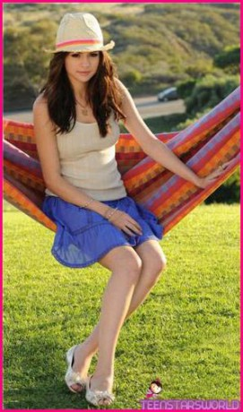 Selena Gomez Out And About 2011. hair Selena Gomez new